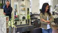 Zwei Personen in einem Friseur Salon