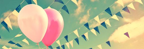 Ballons und Fahnen